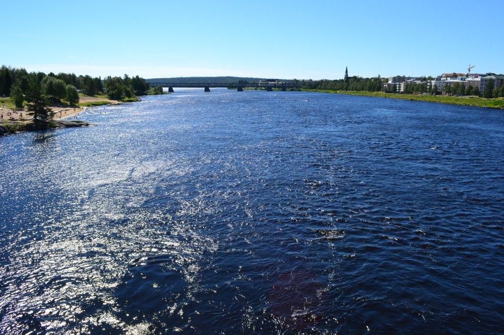 Olenkin tullut siihen johtopäätökseen, että Rovaniemi on yksi Suomen kauneimmista kaupungeista. Jos työelämä olisi yksinkertaisempaa, asuisin siellä erittäin mielelläni.